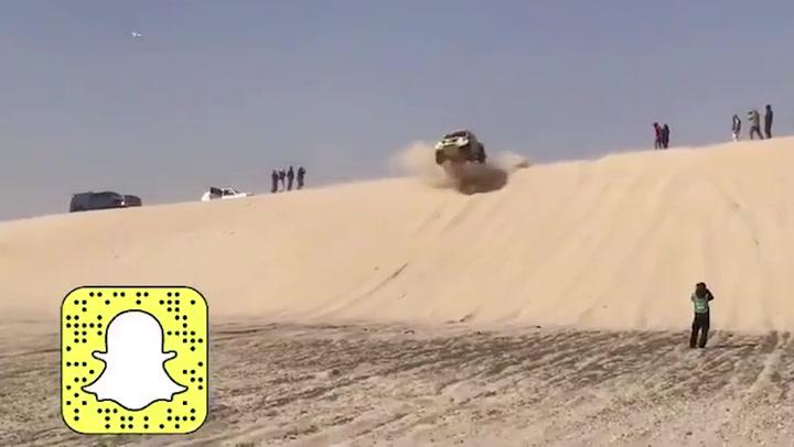 Espeluznante caída de Starikovich en la misma duna cortada de Alonso
