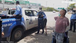 Enrique López, hondureño que predica sin brazos en tiempos de pandemia
