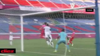 La 'inocentada' de Carlos Meléndez ante Corea: abrazó al rival en el área y el árbitro cobró penal