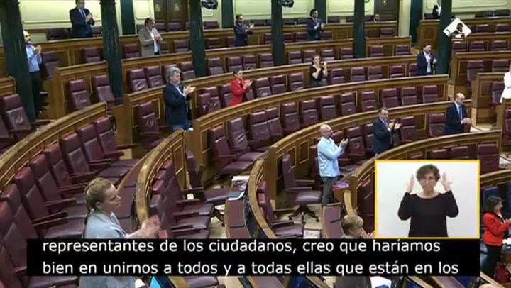 El Pleno del Congreso se sumó al aplauso de las Ocho