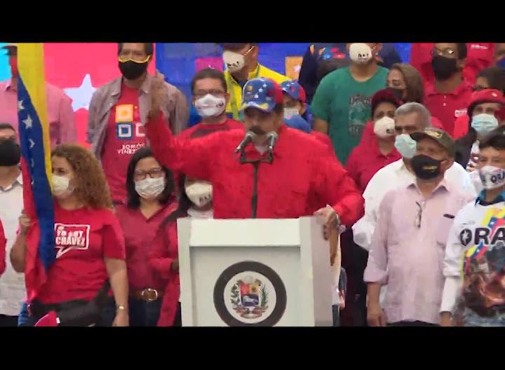 Maduro cierra campaña electoral del chavismo en Caracas