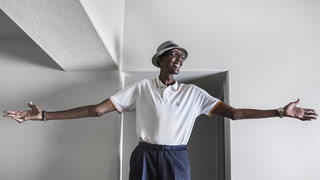Las Vegas man's 7-foot-8 height draws attention – VIDEO