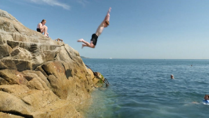 Dubliners seek beachy relief from heat wave