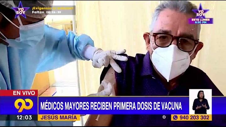 Médicos jubilados se sorprenden al ser vacunados con dosis de Sinopharm en vez de las de Pfizer