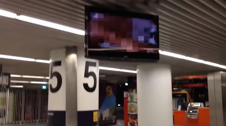 Flyplass med kjempetabbe - viste porno på TV
