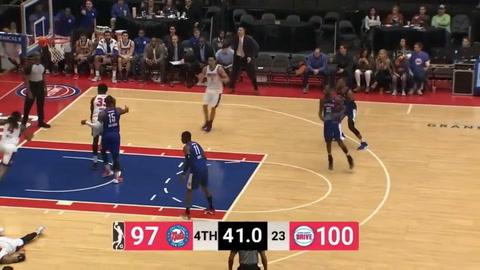 Un jugador de la NBA sufrió un ataque cardíaco en pleno partido