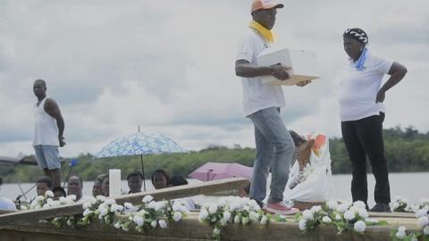 Comienza el adiós a víctimas de matanza ocurrida hace 17 años en templo de Colombia