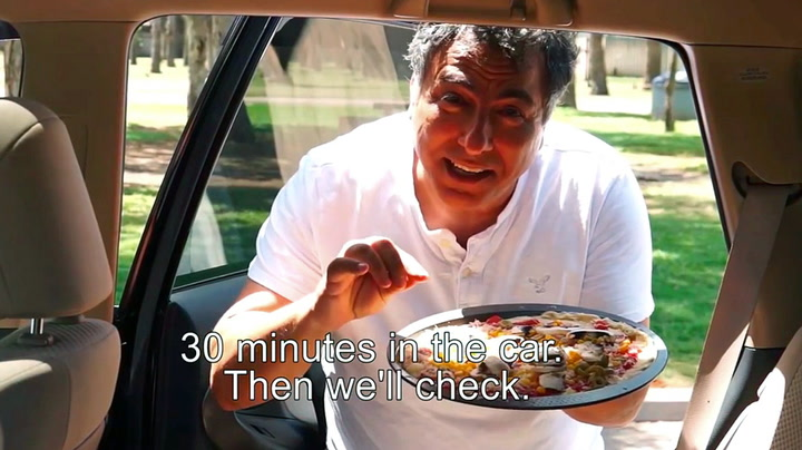 Han setter en pizza i bilen i 30 minutter
