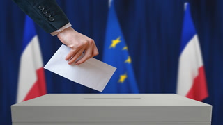 Blogger gives inside look at French elections