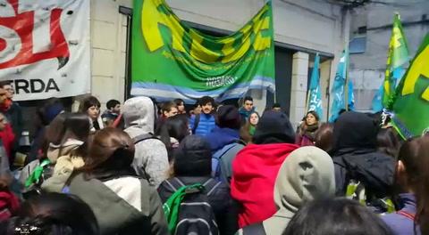El gobierno convoca a los docentes universitarios y terminó la vigilia en el Rectorado de la UNR