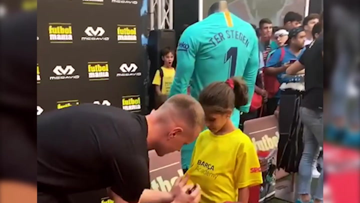 Ter Stegen firmó autógrafos a los aficionados en un acto de FútbolManía