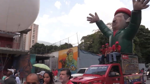 Manifestantes respaldan a Maduro tras un año de su reelección