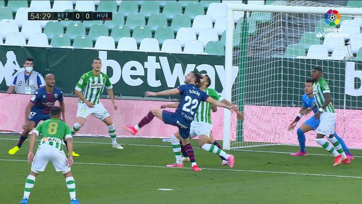 Gol de Borja Iglesias, p. (1-0) en el Betis 1-0 Huesca
