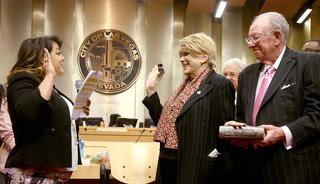 Student serenades Mayor Carolyn Goodman at swearing in