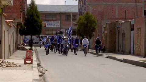 La campaña electoral en Bolivia se sube a la bicicleta por la pandemia