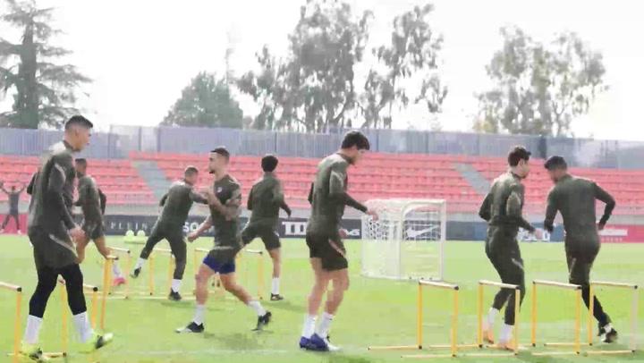 Atlético de Madrid ultima su preparación para el derbi sin Herrera ni Giménez