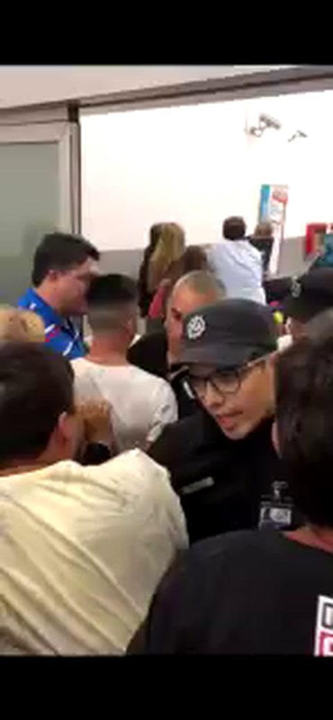 Escándalo en Fisherton con chicas que volvían a Rosario desde Disney