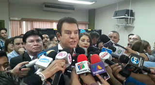 Salvador Nasralla presenta documentos para nuevo partido político