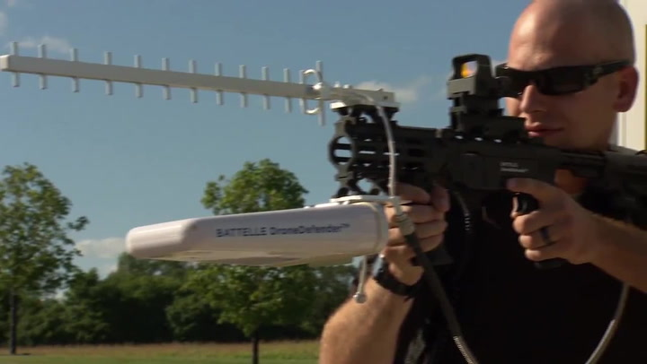 Anti Drone Shoulder Rifle Lets Police Take Control Of UAVs With Radio Pulses
