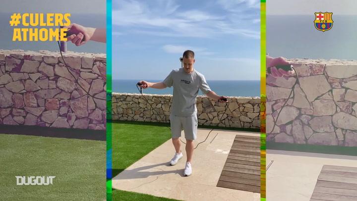 Los jugadores del Barça siguen entrenando en casa