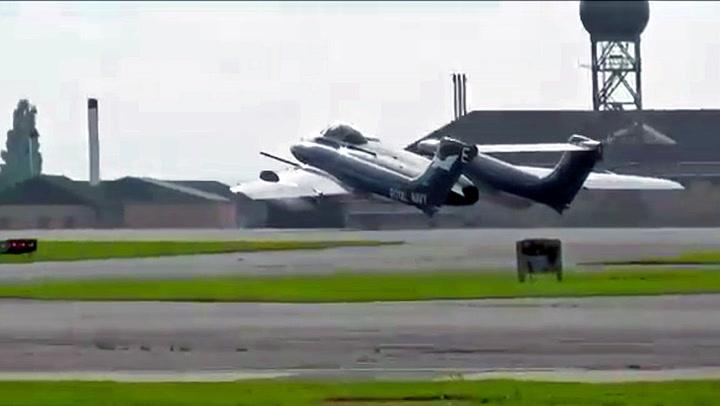 Ikonisk veteranfly krasjlandet uten landingshjul