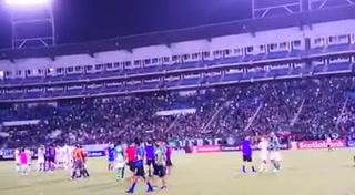 Ejemplar: Barra de Marathón no paró de apoyar a su equipo pese a la humillante derrota