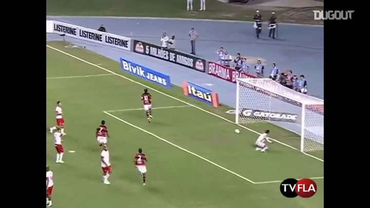Ronaldinho's perfect penalty vs Internacional