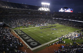 Vegas Nation Mailbag: Will the Raiders play in Oakland next season?