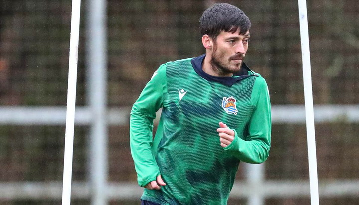 Silva se entrena a pleno rendimiento la víspera del derbi ante el Eibar