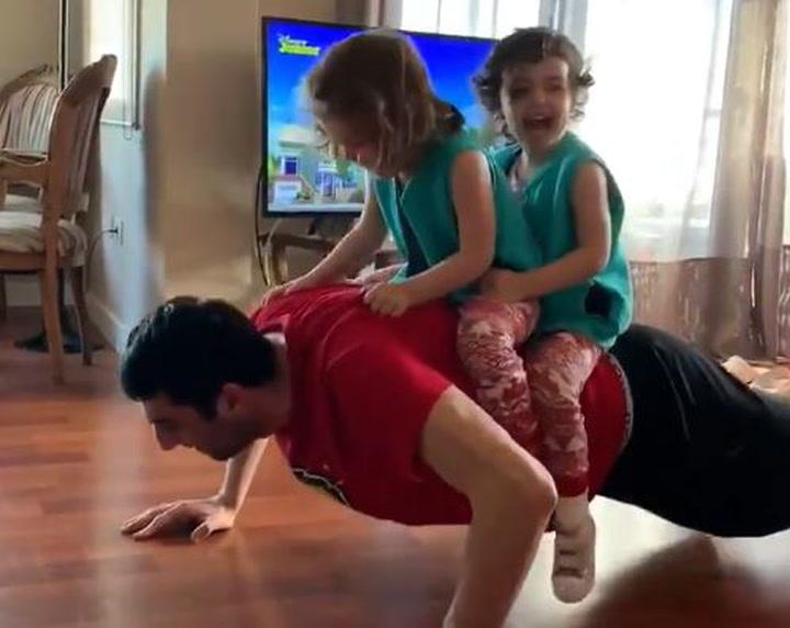 El entrenamiento en familia de Giorgi Shermadini
