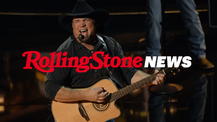 Garth Brooks Tells Touring Musicians to 'Get Back in the Game' in First Stadium Concert Since Pandemic   RS News 7/12/21