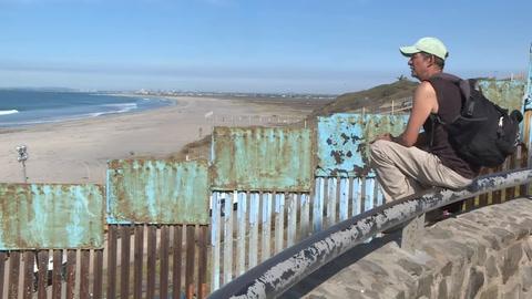 Miles de migrantes llegan en caravana a frontera México-EEUU