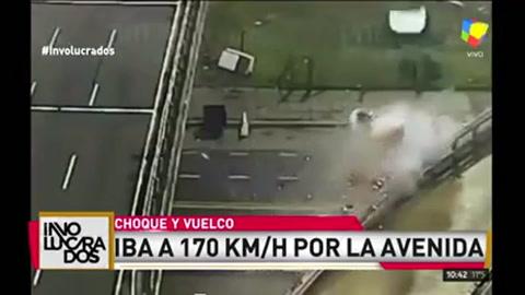 Impactante video: conducía a 170 km/h y salió volando