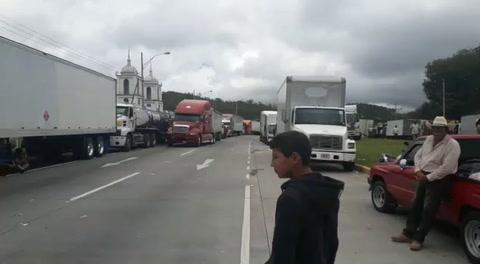Continúa paralización de transporte pesado en el km 9 carretera al norte