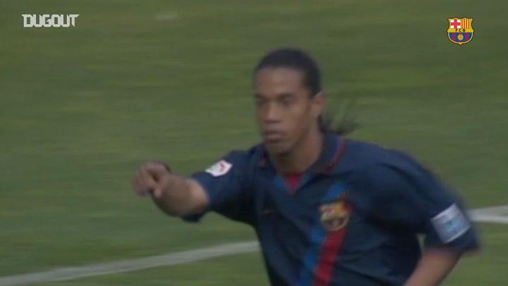 La increíble volea de Ronaldinho ante el Valladolid