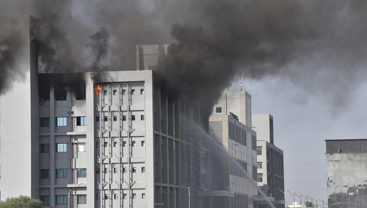 Un incendio en la principal fábrica de vacunas del mundo en la India deja al menos cinco muertos