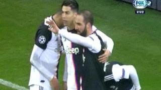 Cristiano Ronaldo anota el 1 - 0 de Juventus ante el Bayer Leverkusen