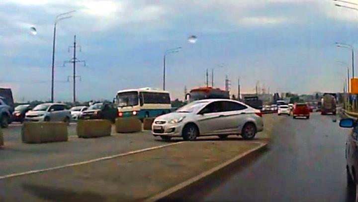 Bilisten angrer umiddelbart på denne manøvren