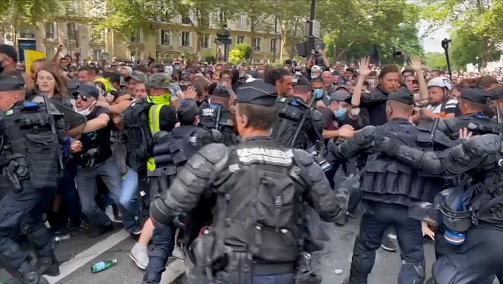 Clashes at Paris protest over Coronavirus Green pass