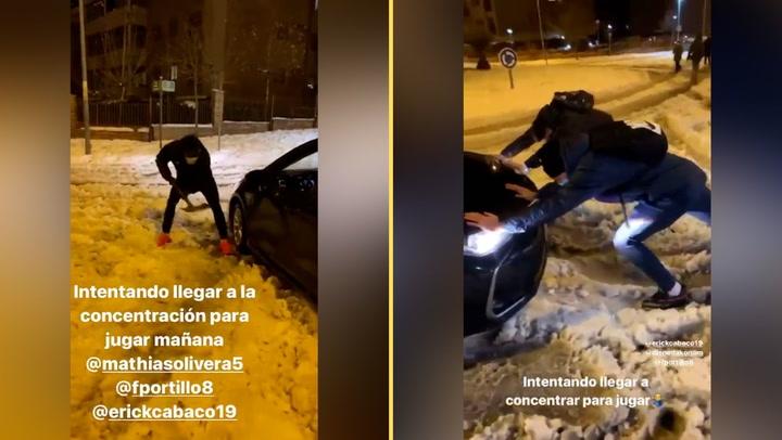 Los jugadores del Getafe ayudan a los coches de Uber a salir de la nieve