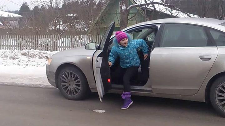 8-åring kjører i 100 på isbelagt vei