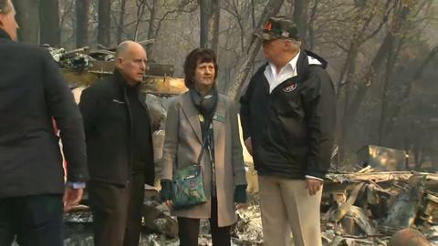 Trump visita una California devastada por voraces incendios