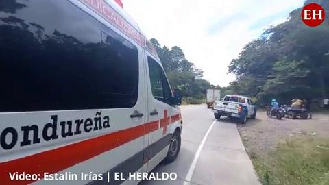 VIDEO: Volcamiento de autobús deja a varias personas heridas en la carretera al sur