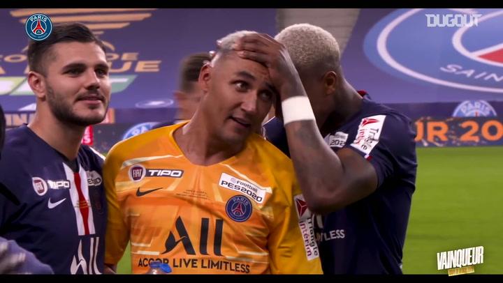 احتفالات لاعبي باريس سان جيرمان بعد الفوز بكأس الرابطة