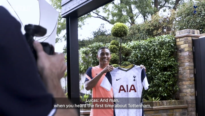 Carlos Vinicius discusses life at Spurs with Lucas Moura over lunch