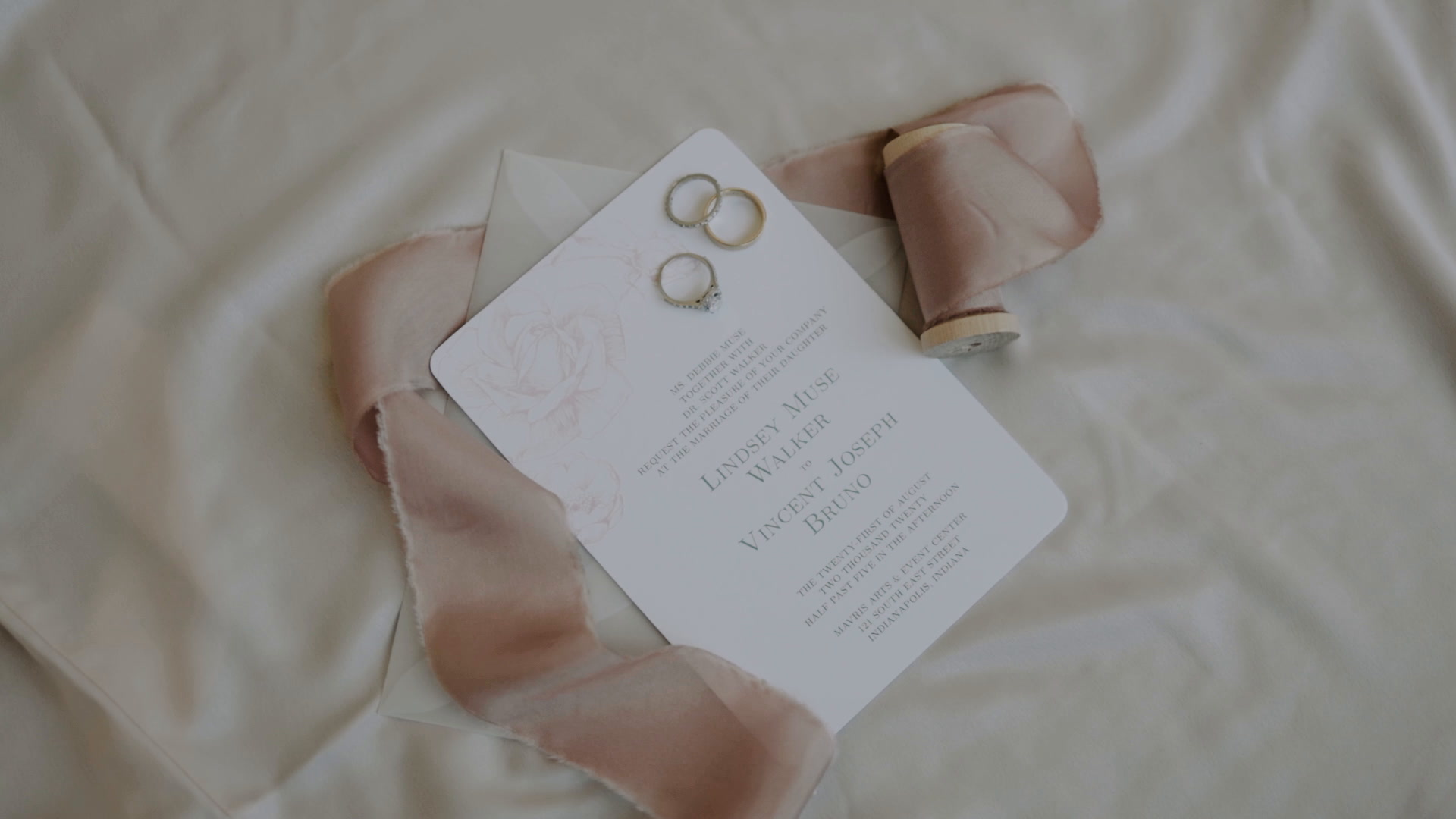 Lindsey + Vince | Indianapolis, Indiana | Holliday Park