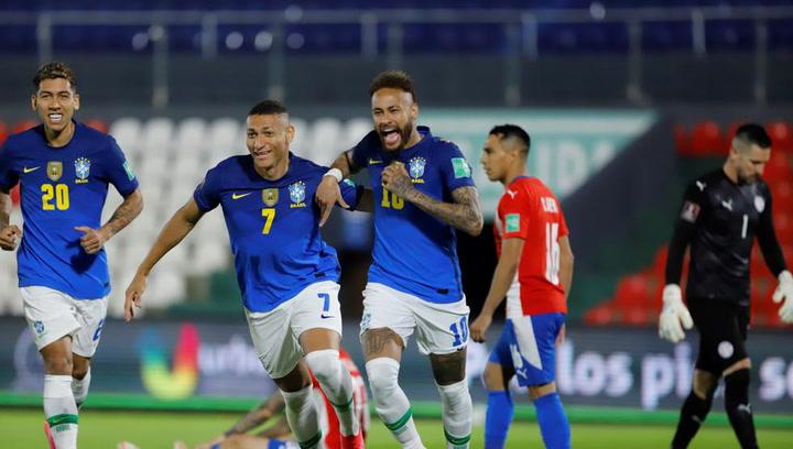 Neymar guía a Brasil, que se impone a Paraguay y sigue imbatible