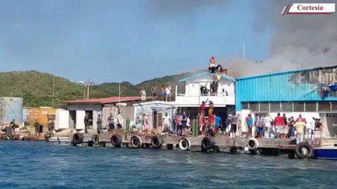 Incendio en una planta procesadora de mariscos en Guanaja