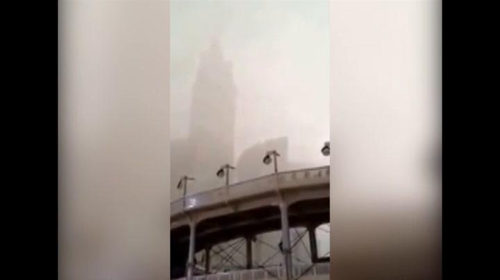 Bouwkraan valt op grote moskee Mekka