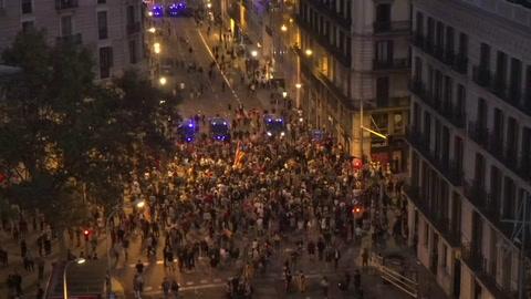 Un cordón humano para rebajar las tensiones en Cataluña